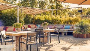 Buiten terras opteren restaurant Fort Resort Beemster