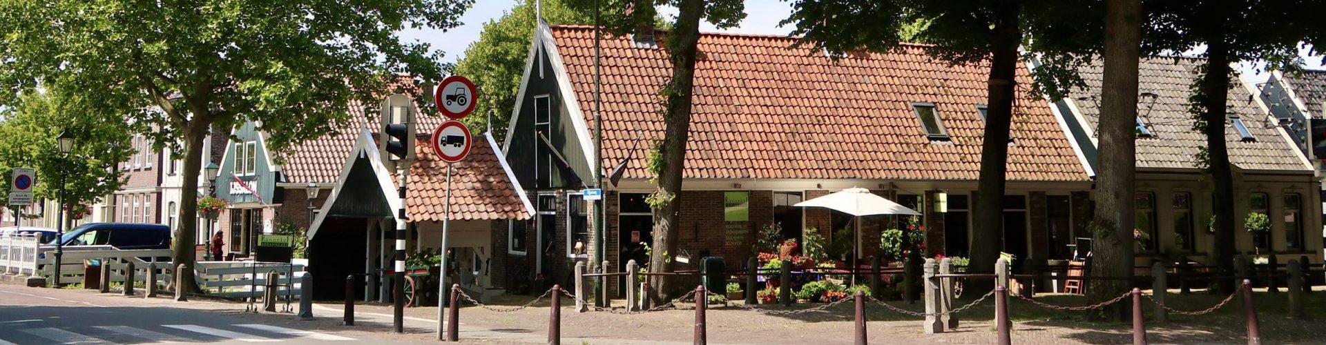 Centrum Middenbeemster met travaille en oude smidse
